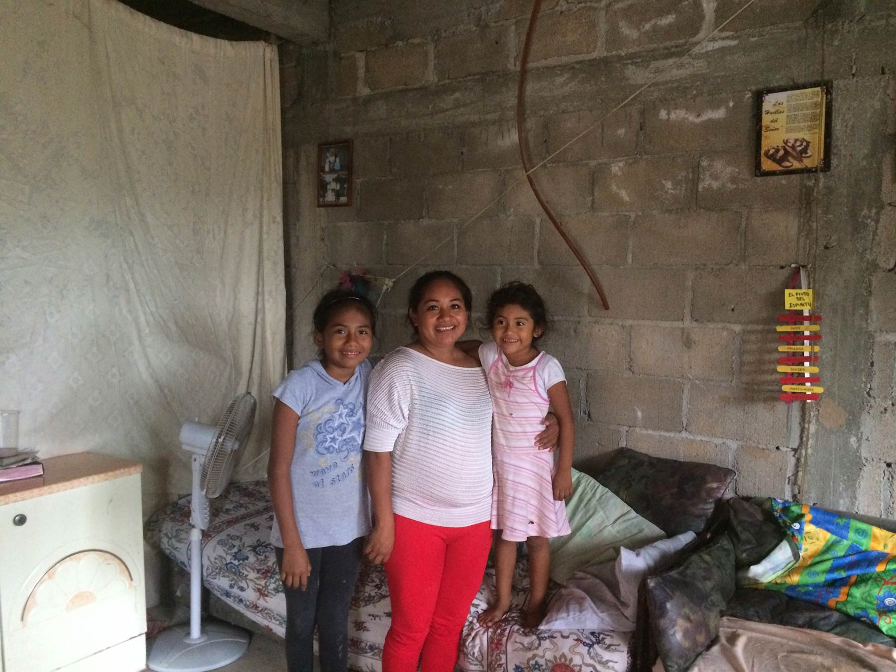 Photo. Esperanza and her daughters