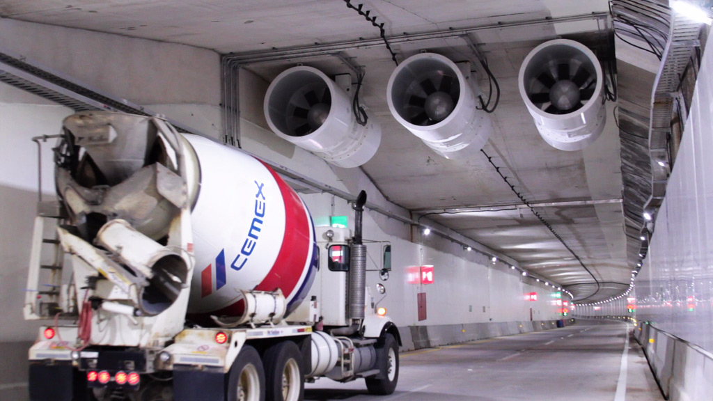 CEMEX supplied 48,000 cubic meters of special products to build the different structures and points of access to the Coatzacoalcos Underwater Tunnel.  Credits: CEMEX