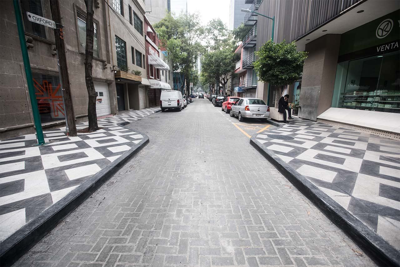 For Zona Rosa, CEMEX developed architectural concrete pavements featuring a hammered non-slip finish to ensure increased pedestrian safety.  Credits: CEMEX