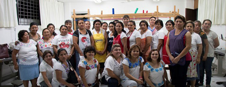 Photo. Proyectos bajo certificación sostenible. In Mexico, the fisrt community center was inaugurated 10 years ago.